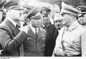 Wolfsschanze 1942 rok. Od lewej Hitler, Ley, F. Porsche, Göring źr. Bundesarchiv, Bild 101III-Reprich-012-08 - Reprich -CC-BY-SA, Wikimedia - Commons CC