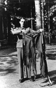 Wolfsschanze 1944 r. spodnie Hitlera po zamachu źr. Bundesarchiv, Bild 146-1972-025-64 - CC-BY-SA, Wikimedia - Commons CC