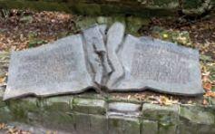 Płyta - hołd dla czynu pułkownika Stauffenberga i pamięci ofiar
