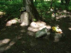 Cmentarz na terenie kwatery03